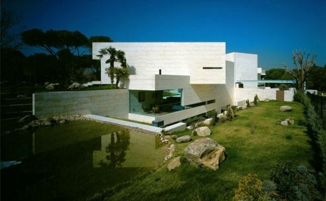 House in Madrid by A-Cero 1