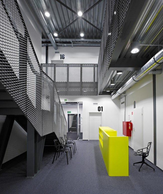 Garage Design Architecture: Office-Garage By Ultra Architects