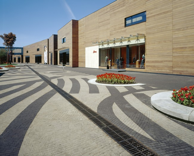 Luxury village and mercury theatre by project meganom