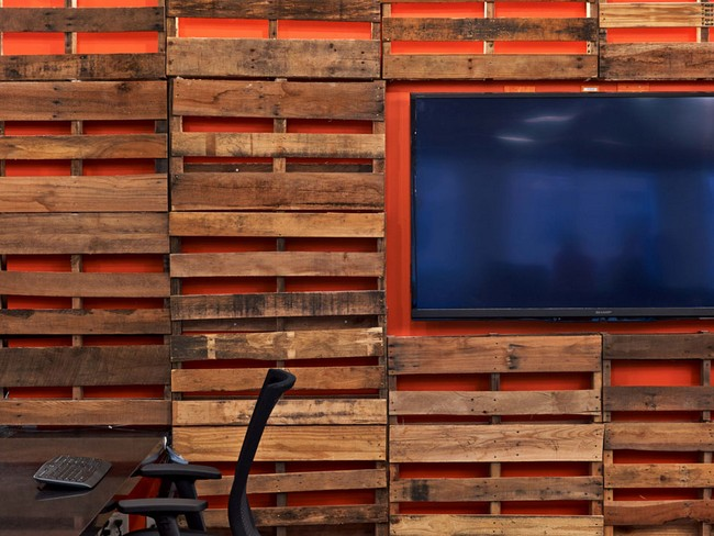 tough mudder office. all the way to work offices meeting areas and interactive spaces combining a professional ambiance with raw touches of corten steel on walls tough mudder office