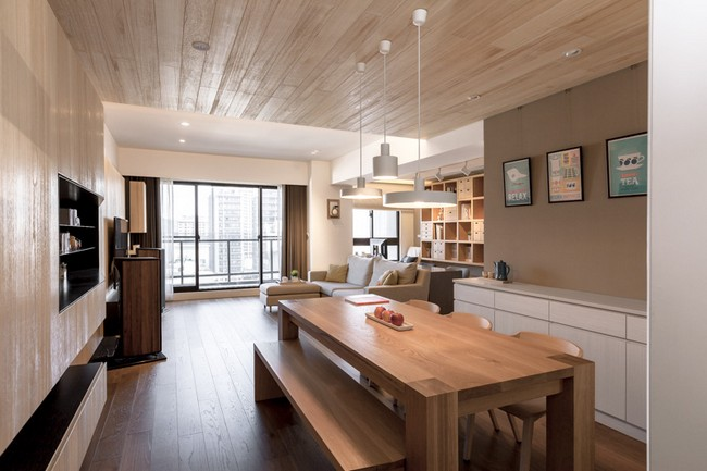 The bedrooms have less wood using teal and a cool blue tone for a more balanced setting that also emphasizes the different purpose of these rooms