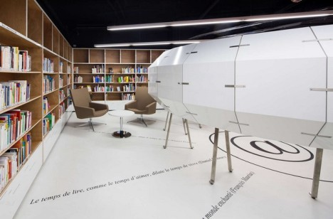 Le Bourget Library 00006